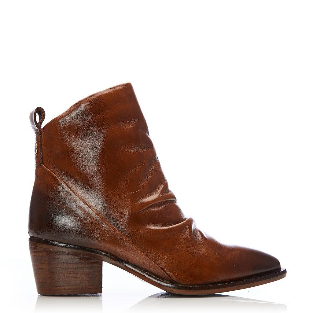 Lizbethy Tan Leather